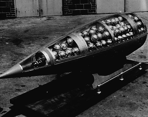 762px-Demonstration_cluster_bomb.jpg