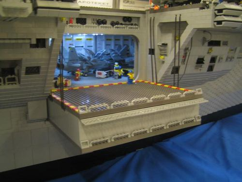lego_aircraft_carrier_22%281%29.jpg