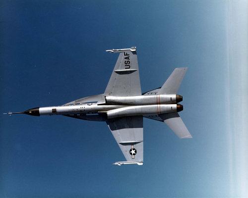 YF-17_01.jpg